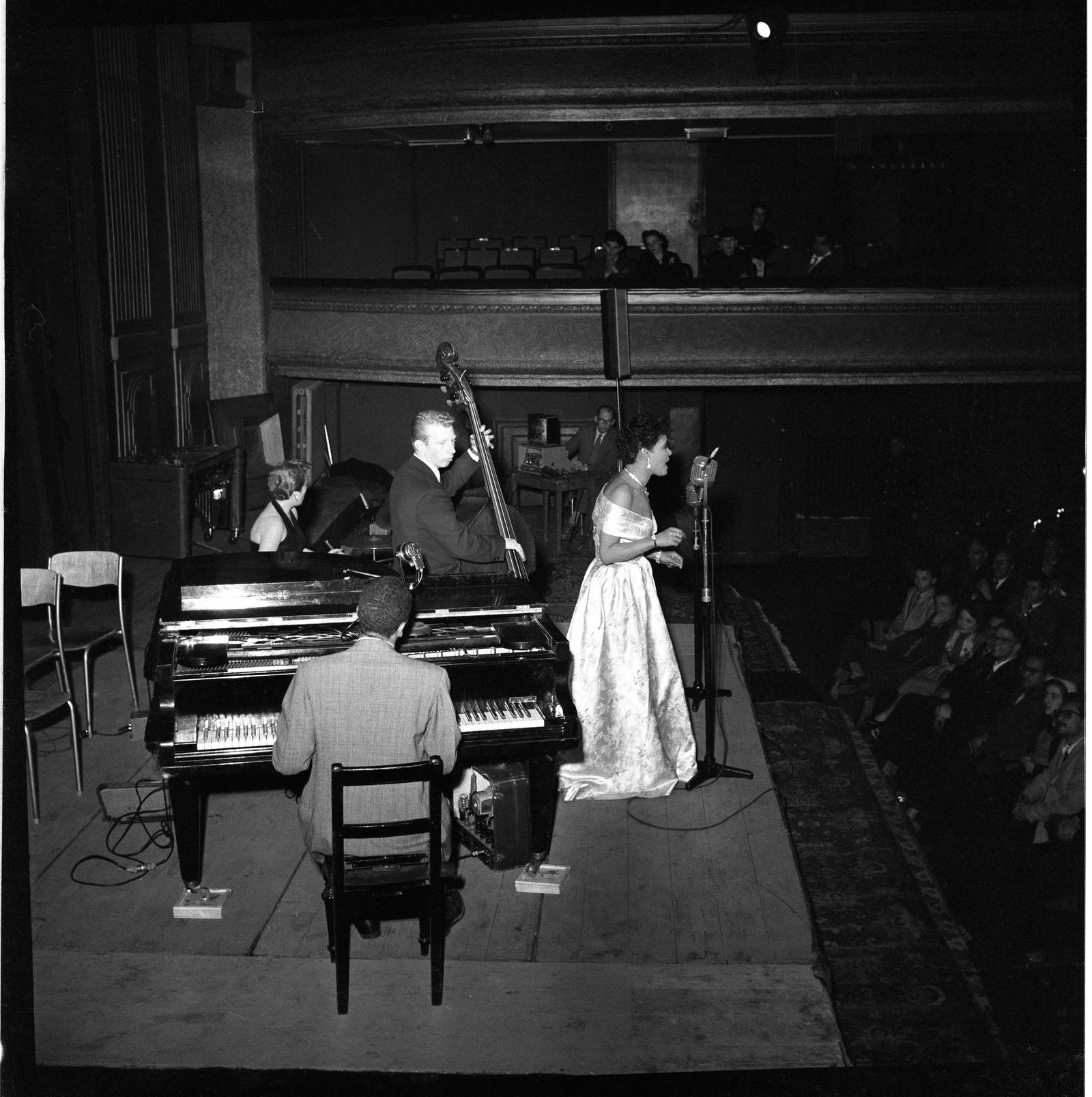 Billie Holiday in het gebouw Kunst en Wetenschappen